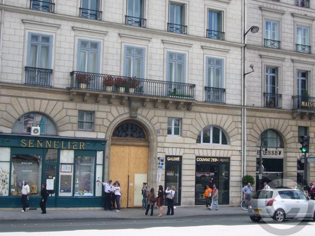 ■シラク前大統領がパリ市長時代の公金不正支給容疑で、参考人として出頭を要請される(パリ)_a0008105_4411088.jpg