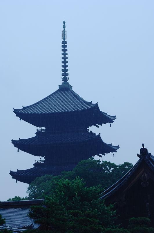 雨の日街角・其の二 東寺_f0032011_19563559.jpg
