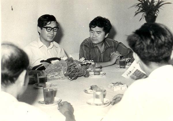 製作当時の小田実と小中陽太郎 : 小中陽太郎の「しょうちゅうとゴム」