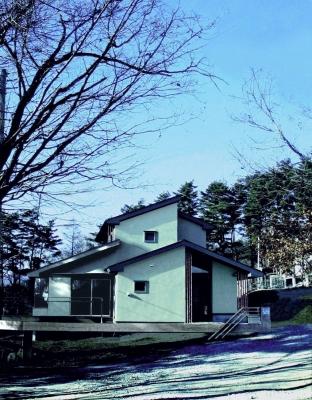 八ヶ岳山麓に佇む山荘と住宅    _e0008000_958135.jpg