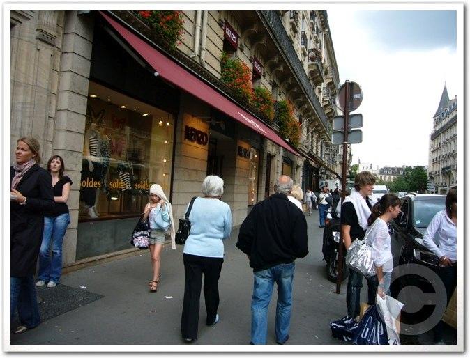 ■夏のバーゲンSOLDES開始(パリ)_a0008105_159157.jpg