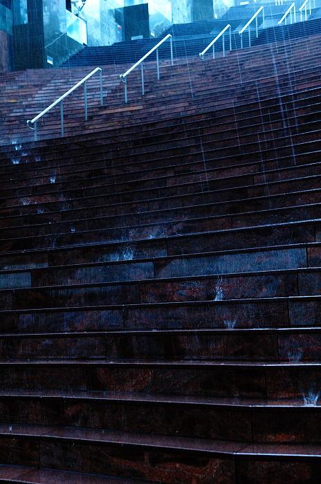 雨の日街角・其の四 京都駅ビル_f0032011_20513366.jpg