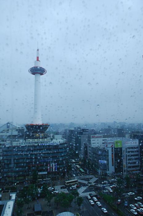 雨の日街角・其の四 京都駅ビル_f0032011_2052846.jpg