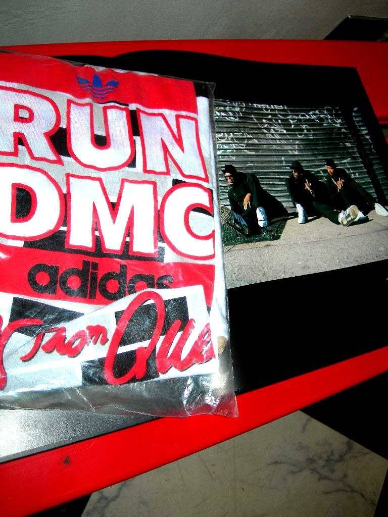 RUN DMC×ADIDASのDEAD STOCK 袋入り MサイズなTシャツ。_c0078333_20194520.jpg