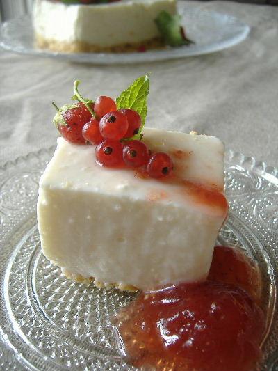 カラントのためのレアチーズケーキ_f0082141_13381857.jpg