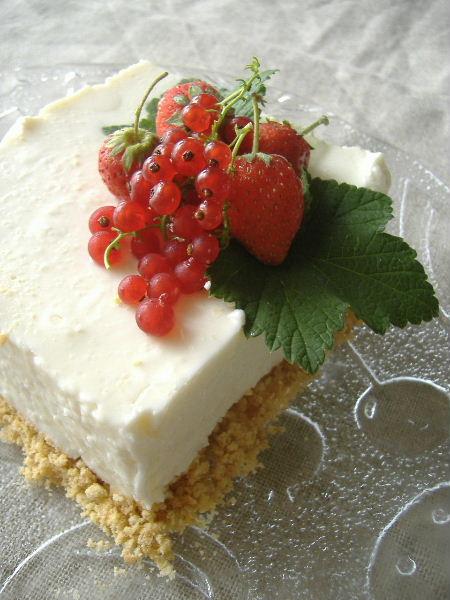 カラントのためのレアチーズケーキ_f0082141_1338865.jpg