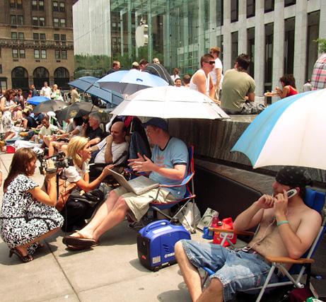 iPhone、ニューヨークにてもうすぐ発売開始_b0007805_2535334.jpg