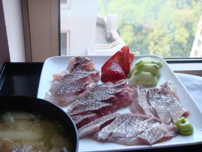 鯛で刺身を2色、2食・・・_d0100880_0571680.jpg