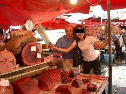 一周年記念!イタリアの市場その3 カターニャ魚介編_b0107003_18145024.jpg