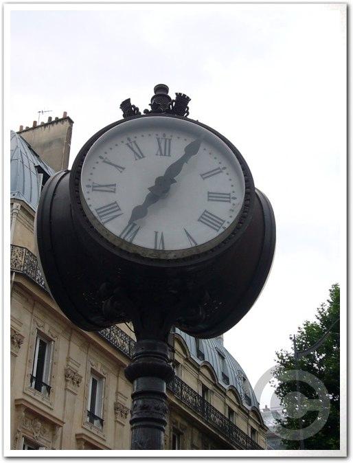 ■街角の時計(パリ)_a0008105_19225939.jpg