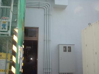 ソフトバンクの中継基地局塗装工事_f0031037_1773013.jpg