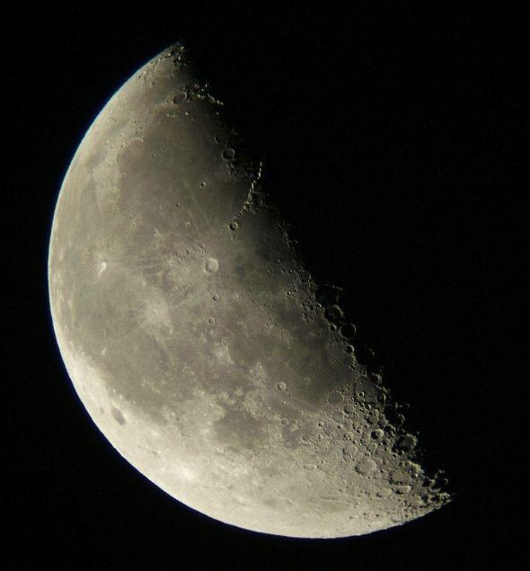 下弦の月(月齢22)_e0089232_12393572.jpg
