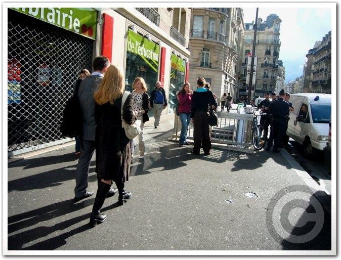 ■街角の人(パリ)_a0008105_19191860.jpg