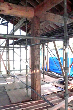 七里の家 04 :屋根野地板、軸組2_e0054299_928529.jpg
