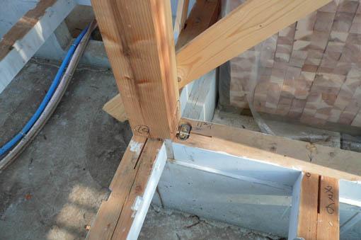 七里の家 04 :屋根野地板、軸組2_e0054299_9291687.jpg