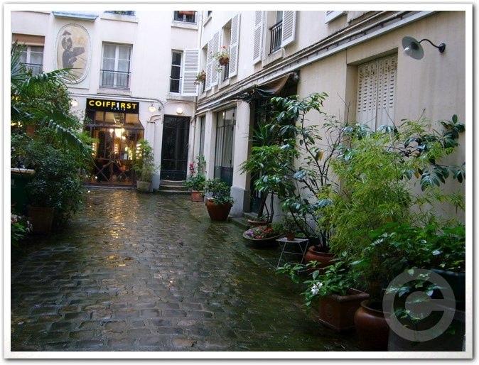 ■街角の美容室(パリ)_a0008105_19362372.jpg