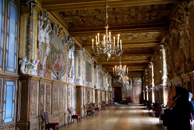 フォンテーヌブロー宮殿 : 犬 ...