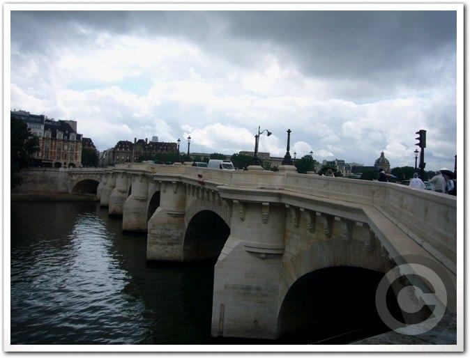 ■雨のポン・ヌフ(パリ)_a0008105_643349.jpg