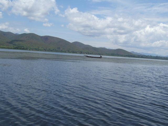 <インレー湖> インレー湖を走る、走る、もっと走る_c0011649_1173826.jpg