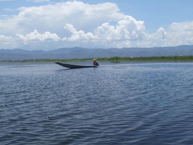 <インレー湖> インレー湖を走る、走る、もっと走る_c0011649_1204745.jpg
