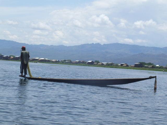<インレー湖> インレー湖を走る、走る、もっと走る_c0011649_1313225.jpg