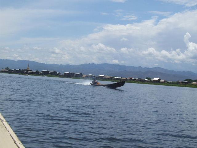 <インレー湖> インレー湖を走る、走る、もっと走る_c0011649_135141.jpg