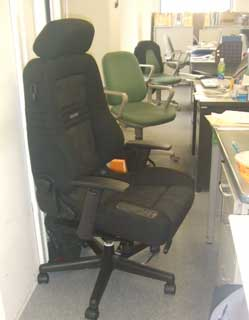改造レカロ椅子を会社で使用_b0054727_23253656.jpg
