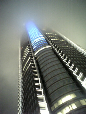 雲立ちこめる六本木_a0006744_23245041.jpg