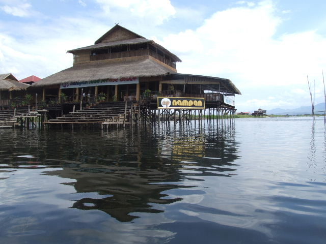<インレー湖> ナムパンの水上レストラン_c0011649_13425797.jpg
