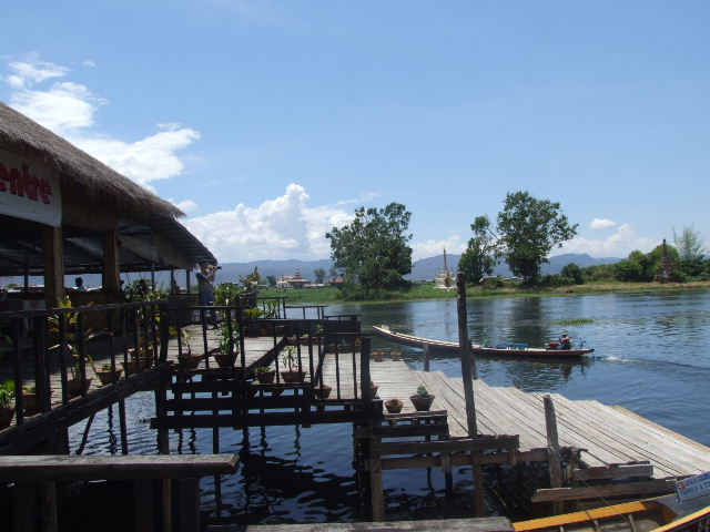 <インレー湖> ナムパンの水上レストラン_c0011649_811364.jpg