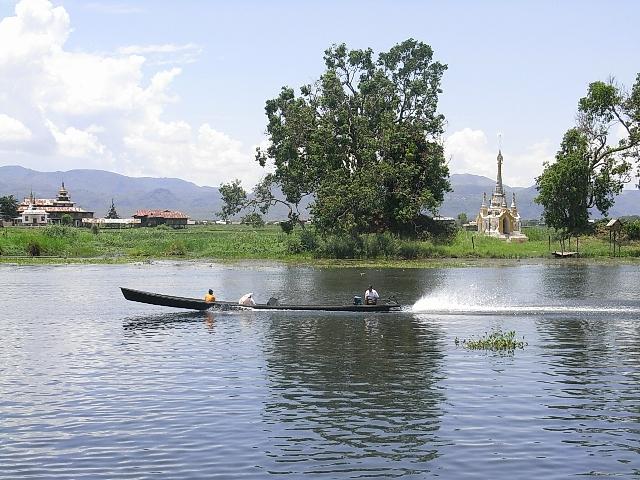 <インレー湖> ナムパンの水上レストラン_c0011649_941521.jpg