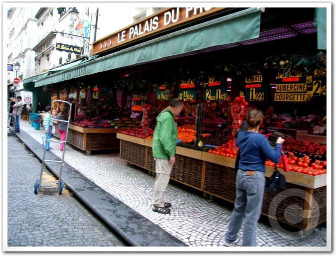 ■街角の果物(パリ)_a0014299_241257.jpg