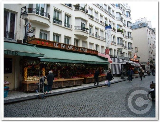 ■街角の果物(パリ)_a0014299_2423423.jpg