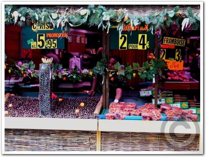 ■街角の果物(パリ)_a0014299_243157.jpg
