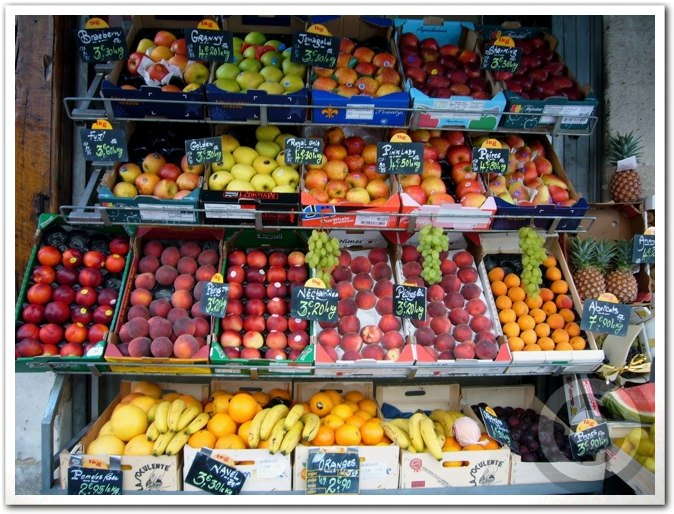 ■街角の果物(パリ)_a0014299_2483074.jpg