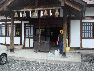 顕功神社掃除_c0111229_19512659.jpg