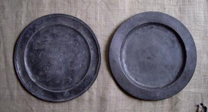 ピューターの皿 2枚_e0111789_12375931.jpg