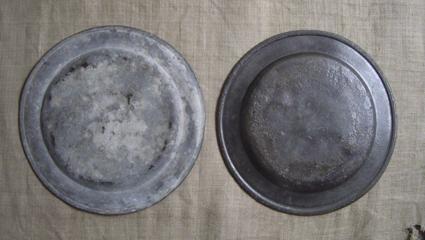 ピューターの皿 2枚_e0111789_12381072.jpg
