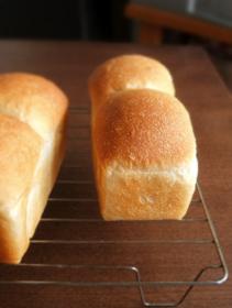 いつもの生地でミニ食パン、コッペパン_c0110869_16141839.jpg