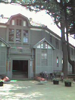 つわものどもが夢の跡  ~旧制高等学校記念館を訪れて~ _b0102572_2246161.jpg