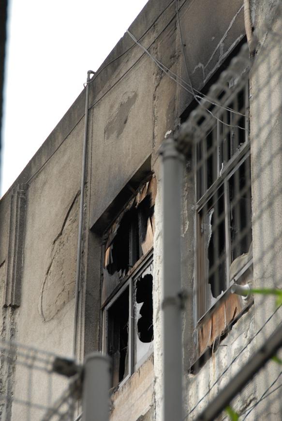 文京区清華寮の火災現場を写真撮りました_d0027795_1225327.jpg