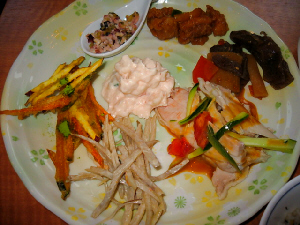 明太子ポテトサラダ、牛蒡のサラダ、バンバンジー、牛蒡の掻き揚げ、他3種。