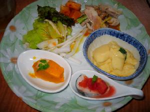 豆乳の茶碗蒸し、カボチャのムース、大根のサラダ、鰆のマリネ、他2種。