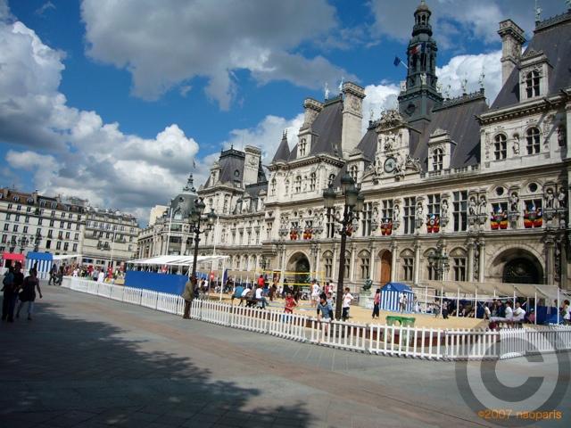 ■パリ市庁舎前で(パリ)_a0008105_7263744.jpg