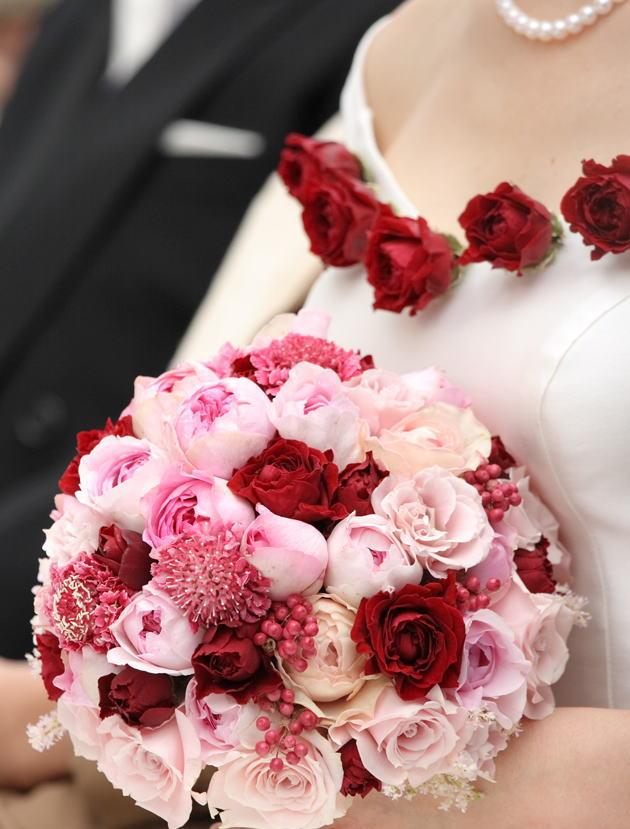 高輪教会の新婦様より2 赤バラのコサージュ _a0042928_07421.jpg