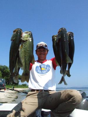 今日は釣れない琵琶湖に行ってきました。釣れないらし~~。_a0097491_2125346.jpg