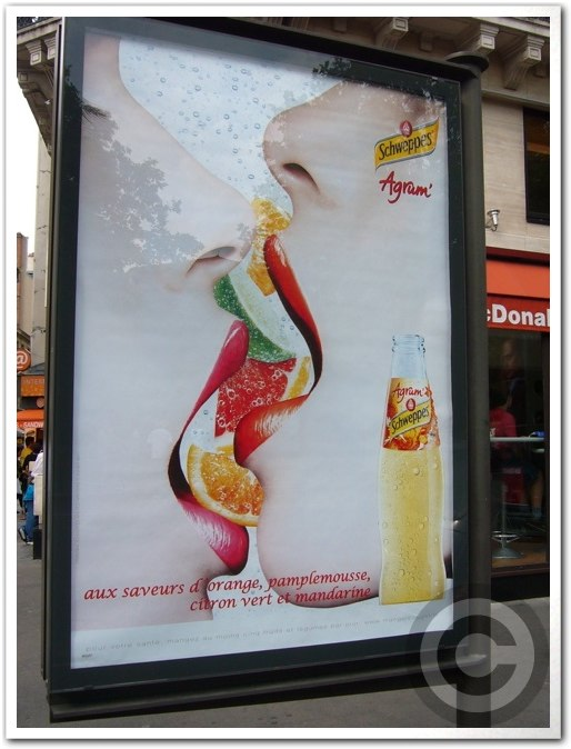 ■街角の広告(パリ)_a0008105_0483122.jpg