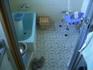 今回は浴室工事のお届けです。_b0078597_19445265.jpg