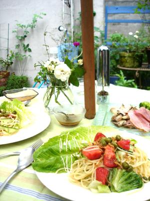 お庭でサマーランチ・リボンキュウリの冷製パスタ_e0044855_2104144.jpg