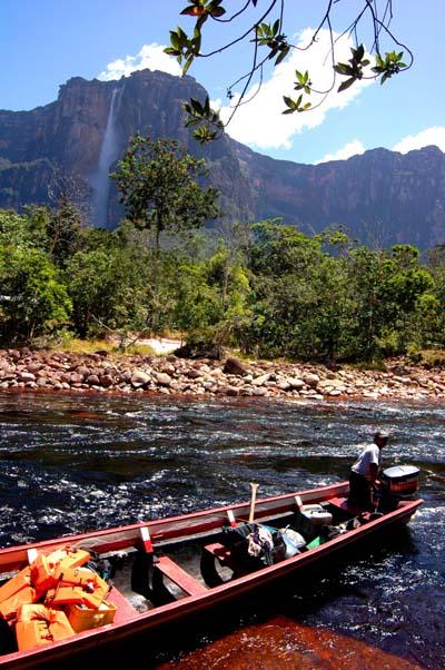 ジャングルの中、舟行、歩行、5時間がかりのアプローチ_b0062963_13321432.jpg